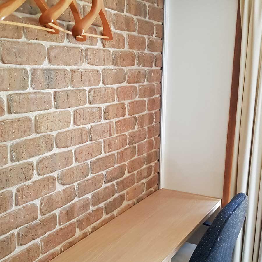 Standard room - writing desk
